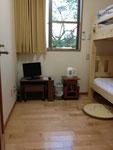 客室(10号車)③ 4畳ほどのお部屋ですが、狭さを感じません