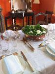 dinner table. détail les Chambres de l'Abbaye