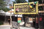 """Enseigne avec sculptures """"Le Bois des Lutins"""" à Villeneuve-Loubet, alpes maritimes"""