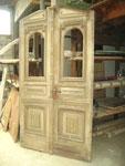 Herrschaftliches Eingangsportal, doppelflügelig, Chemnitz 1897. Alle Beschläge vorhanden, ungefälzt, 1 Fenstergitter stark verrostet. 1800 €