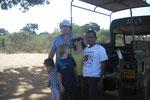 Siri mit Gästen auf Jeep-Safari im Yala Nationalpark