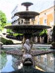Cava de' Tirreni - Fontana dei Delfini con cielo riflesso in acqua