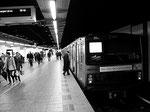 deze metro rijdt met groene strom — hier: Station Amsterdam Centraal.