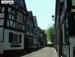 """Jockgrim / Pfalz:  Fachwerkhäuser im """"Hinterstädtel"""".  Jockgrim ist der Heimatort von Ochsenreither-Vorfahren und -Familien. (Foto: Ochsenreither)"""