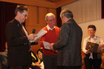 Oswin Lieb wird für 65 Jahre singen im Chor geehrt