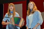 10.04.2011 14ème journée folklorique, Péry, Jodelduett Natascha et Marouschka / Canton Fribourg /