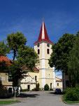 Die Kirche mit gotischem Kern (1433), ...