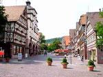"""Marktplatz von Calw mit dem Geburtshaus (2. rechts) von Hermann Hesse, Autor meines Lieblingsbuches """"Siddharta""""."""