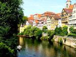 Tübingen am Neckar: Ganz links das Haus mit Turm des Schriftstellers Friedrich Hölderlin