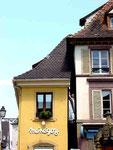 Kuriosität: Durchblick zwischen zwei Häusern.