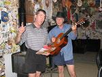 durchgeknallte Aussies singen uns ein Ständchen