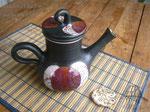 15-04.  Керамический чёрнолощёный чайник ручной работы.