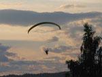 Paraglider über dem Circuit