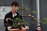 Takashi Iura machte eine Erstgestaltung auf der Bühne