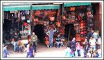 boutique à l'entrée des souks
