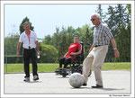 Coup d'envoi du match footfauteuil par le Président du conseil d'administration du SDIS49 : Jean Paul Boisneau