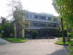 Haupteingang Büro- und Laborgebäude