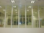 Transparente Reinraumwandgestaltung im Primärlinienfeld (CNC)
