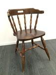 Deze stoel is oud en versleten.