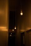 廊下 吹き抜け ペンダントライト 夜景