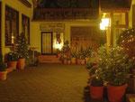 Zur Weihnachtszeit bietet unser Innenhof ein einladendes Ambiente.