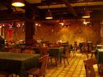 Unser Gastraum bietet Ihnen eine gemütliche Atmosphäre