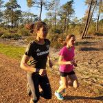Trainingslager Monte Gordo 2016/17: Dauerlauf Anja und Sanaa