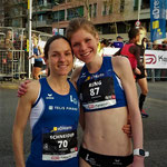 Barcelona Halbmarathon 2016: Anja und Franzi Reng vor dem Start