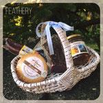 ....Körbli von Feathery und für ganz liebe spielt Feathery auch Bote von Bündnerspezialitäten :-) viel Freude beim schenken.