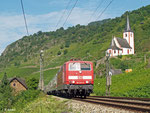 181 223 bringt am 08.08.2014 IC 133 aus Luxembourg nach Koblenz. Mit einigen Minuten Verspätung durchfährt sie Hatzenport an der Mosel.