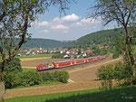 111 024 trägt Reklame für den ADAC, als sie am 6. August 2013 den RE 59150 nach Nürnberg bringt. Nächster Halt: Dollnstein im Altmühltal.