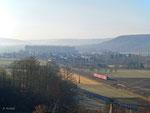 Der morgendliche Dunst liegt am 22. Februar 2012 noch in der Luft, als sich ein Triebzug der Baureihe 440 kurz nach Himmelstadt auf dem Weg nach Gemünden befindet.