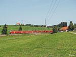"""Gleich drei """"Pendolinos"""" fahren am 21.08.2012 als RE 3188 vor der Kulisse von St. Alban nach Lindau."""