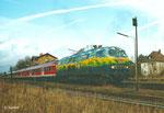 Auch am 07.01.2001 bringt 218 418 den RE 15203 nach Stuttgart und beschleunigt im Bahnhof von Hainstadt (Kr. Offenbach). Die durchgehende RE-Verbindung Frankfurt - Stuttgart ist seit 2007 Geschichte. (Scan)