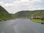 "Diese ""Hamsterbacke"" fährt am 08.08.2014 als RB 12223 nach Koblenz, nächster Halt ist Kattenes. Rechts am Moselufer liegt Alken"