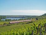 Lok 103 235 ist am 16.Juni 2013 im Planeinsatz vor IC 118 zwischen Stuttgart und Münster, hier bei Nackenheim.