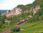 Eine unerkannt gebliebene Re482 bringt einen beladenen Containerzug in die Schweiz. Sie hat gerade den Isteiner Klotz durchfahren (25. August 2010).