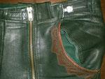 Grün – Glattleder · Bund (verstellbar) 76 bis 84 cm · 20101118-02 · Reißverschluß und Bundverstell-Mechanismus links