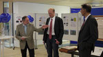 2. Bürgermeister Erwin Trinkwalder, der Vorsitzende des Biessenhofener Komitees Markus Trinkwalder sowie Landrat Johann Fleschhut bei der Eröffnung der Ausstellung