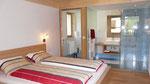 Schlafzimmer mit Bad und WC