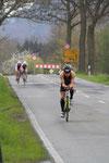 Marc Unger und seine Verfolger auf der Radstrecke nach Udenborn