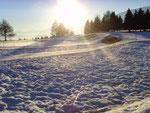 Frühlings-Sonnenuntergang im Schnee