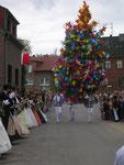 Parade des Festzuges am Handorn, hier mit den Mairemmeln
