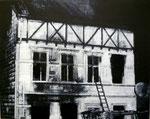 Heike Ruschmeyer: *Schwarz auf Weiß (12) - Solingen/29. Mai 1993*, 2014, Ölfarbe/Nessel, 40 x 50 cm