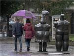 Ein großer Schirm schützt besser. Bildformat: 3:2