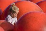 In roten Bällen. Bildformat: 3:2