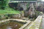 La fontaine St Conogan et le lavoir place de l'église