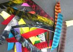 viele verschiedene Federfarben/ Formen (eingefärbte Truthahnfedern)