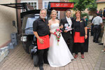 Kaffee zu Kuchen und Hochzeitstorte nach der kirchlichen Trauung in Ittersbach