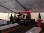 Im Kaffee-Zelt beim Tag der offenen Tür de Karlsruher Verkehrsverbund KVV mit 2.500 Gästen